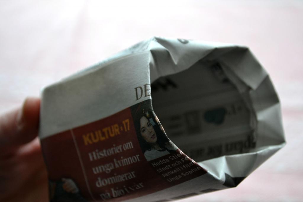 Krukor av tidningspapper.