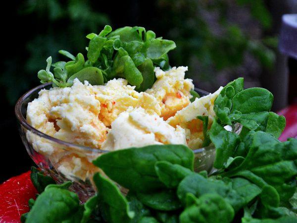 Hemgjort smör och grönsaker.