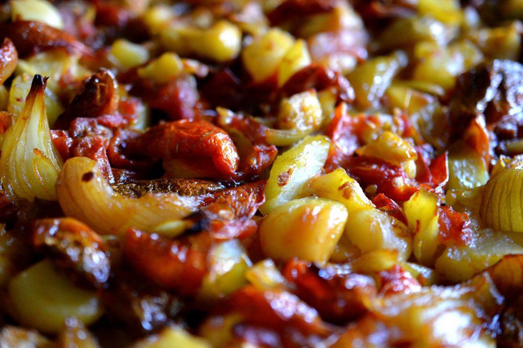 Bakade grönsaker på en plåt. Tomato and squash salsa baked vegetables.