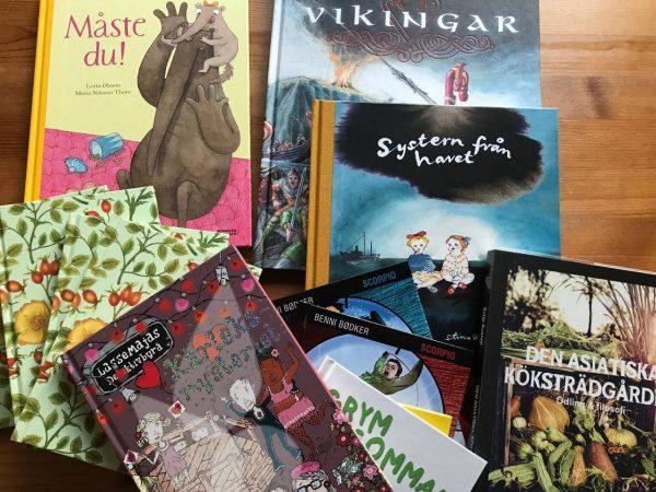 böcker på ett bord