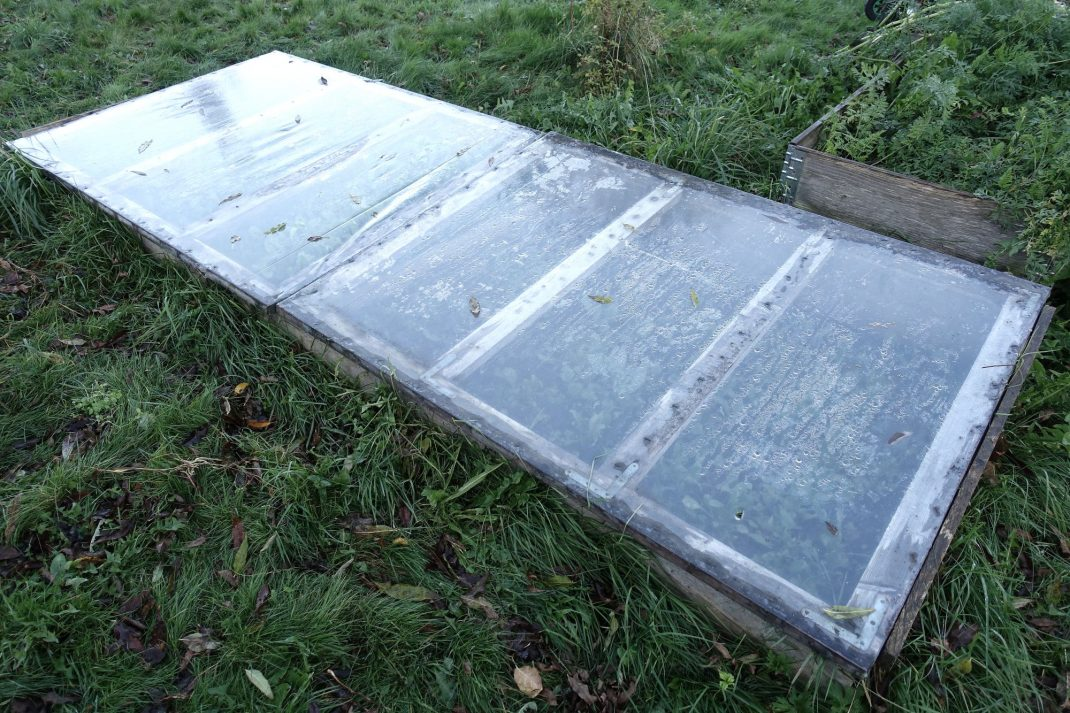 Bild på hela kallbänken. The entire cold frame lid.