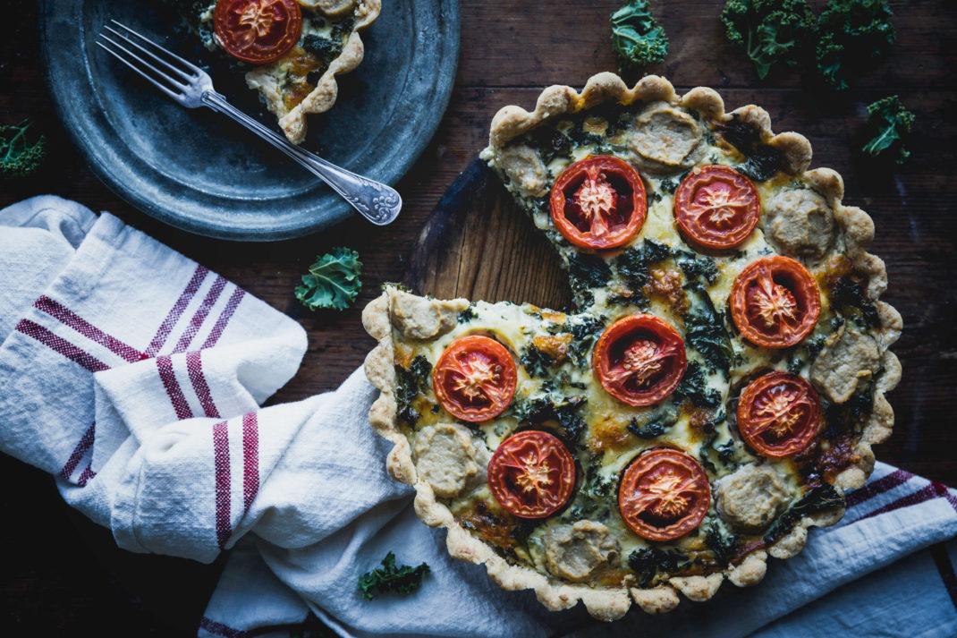 Läcker paj med svartkål, tomat och aubergineröra.