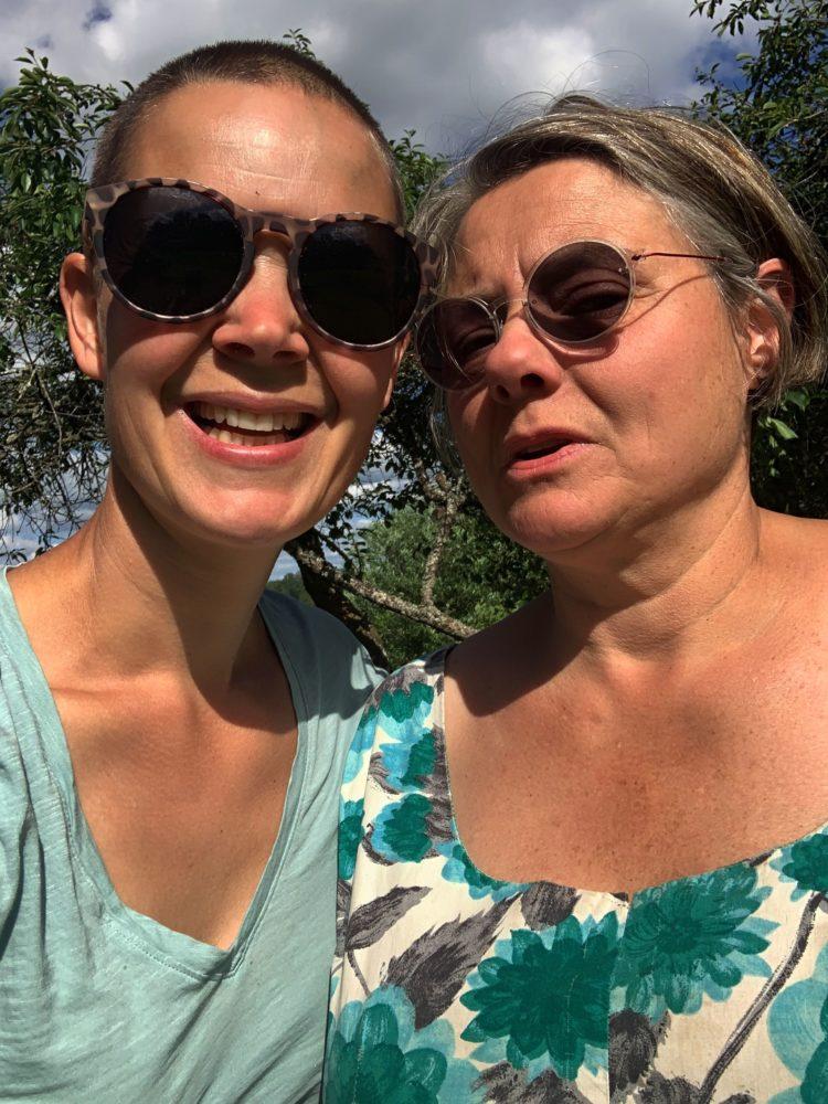 Sara Bäckmo och Katinka Schartau i en selfie.