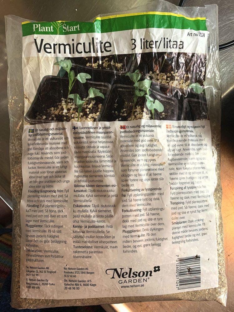 En produktpåse innehållandes vermikulit.