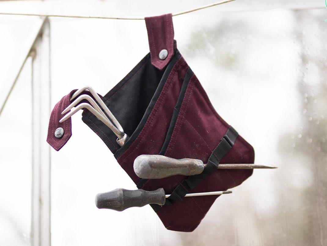 Löstagbar ficka hänger på en tråd.