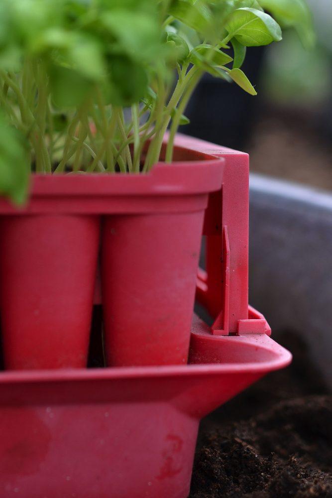 Detaljbild på en röd pluggbox