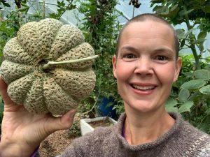 Sara med årets första melon!